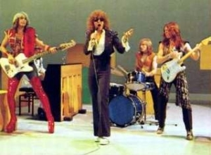 It was clear that Ian Hunter had the Austin Powers look even before Austin existed