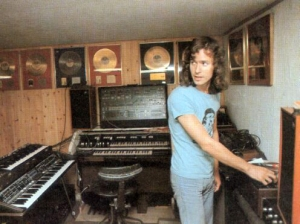 Tony was very proud of his keyboard style kitchen work tops, but where the hell was the bloody sink?