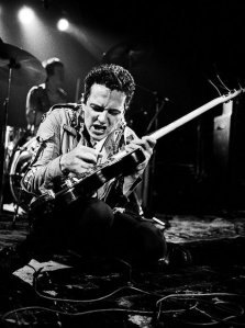 Joe tells that guitar who is Boss!
