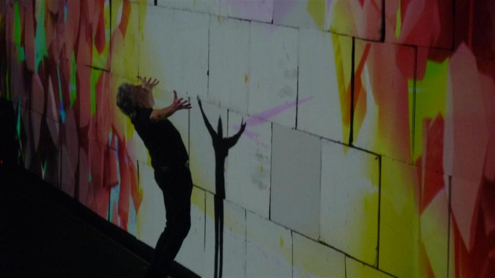 Roger Waters - The Wall Live - O2 Arena London 18th May 2011 (1/5)