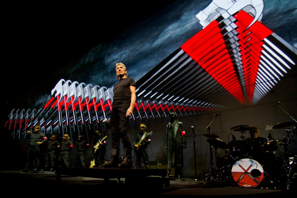 Roger Waters - The Wall Live - O2 Arena London 18th May 2011 (2/5)