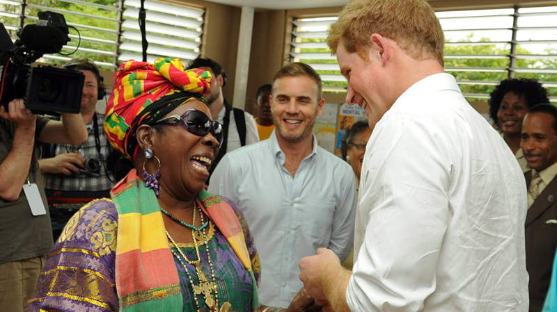 What the bloody hell is Barlow doing in the picture?