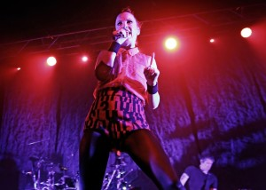 garbage-performing-live-21