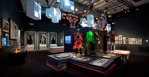 David_Bowie_at_the_V&A