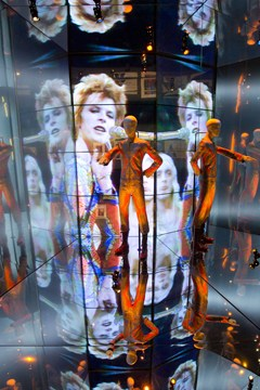 dbowie_exhibition5_v_19mar13_v-and-a_b_240x360