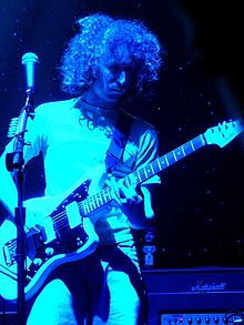 220px-Mike_Einziger_of_Incubus_live_2004