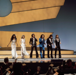 Eurovision_Song_Contest_1976_rehearsals_-_Germany_-_Les_Humphries_Singers_9
