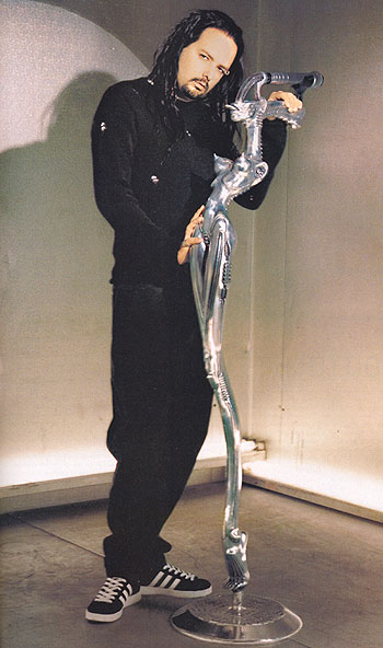 giger_mic_stand