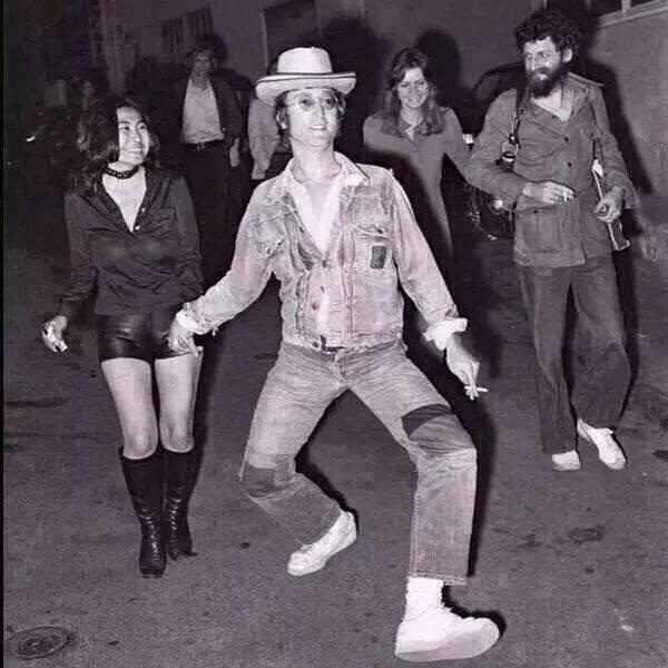 John Lennon tiraba para los dos lados